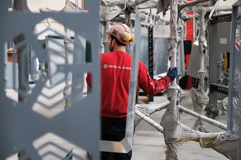 Fase de pintado de plantas eléctricas Genesal Energy México